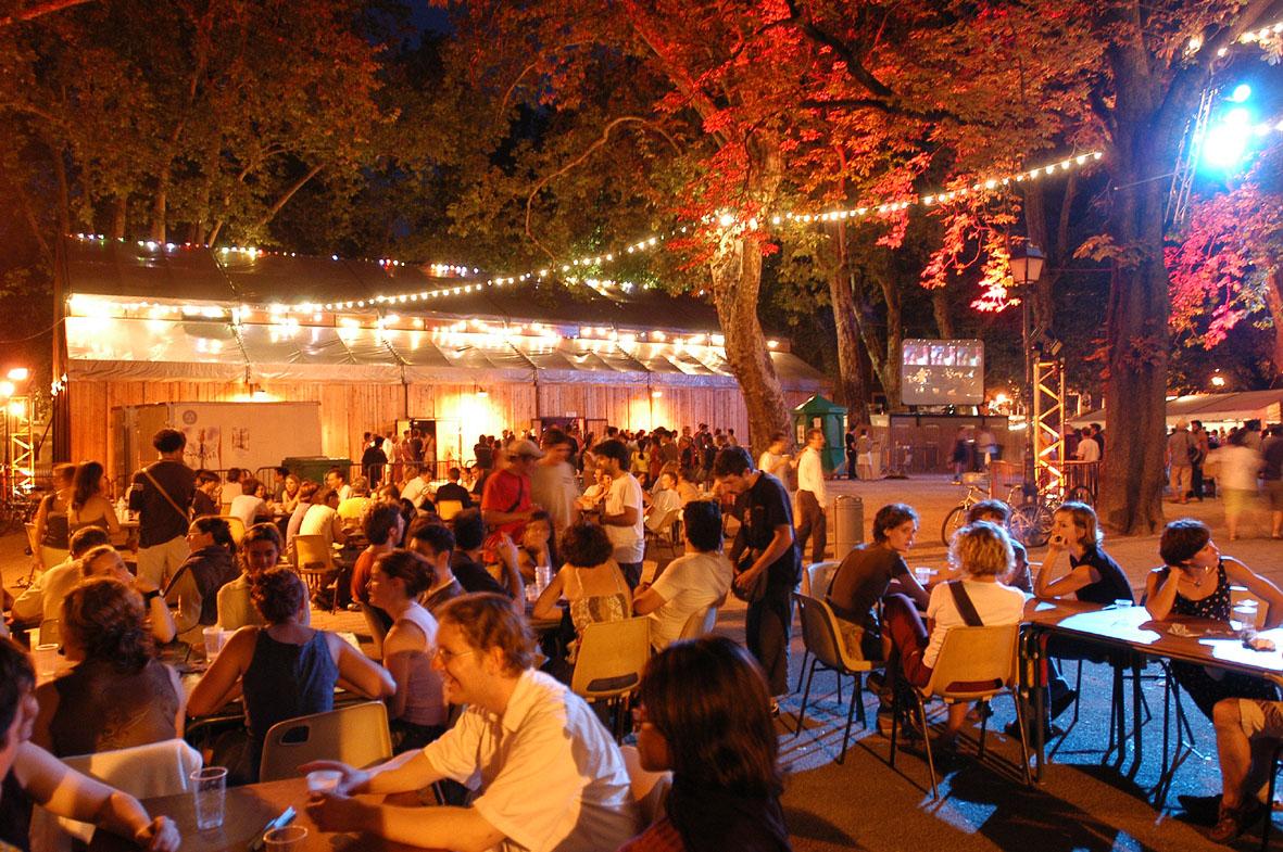 Mercredi 21 juillet 2004 Cabaret Frappe? jardin de ville