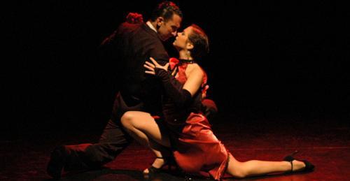 piazzolla-tango-couple-pose.JPG